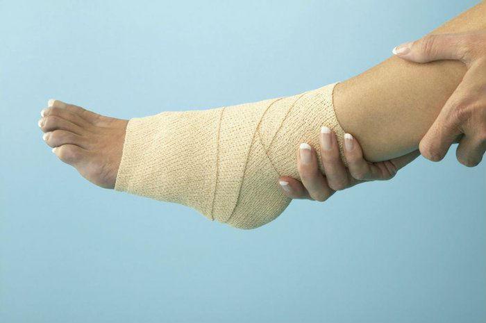 Аккуратно доставьте пострадавшего к врачу