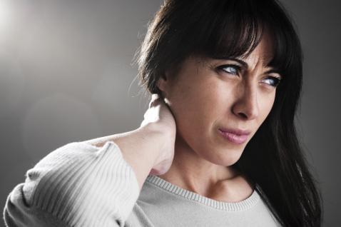 Боли локализуются в шее и продолжаются на затылок и выше