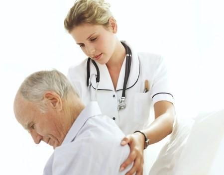 Больной отмечает онемение спины