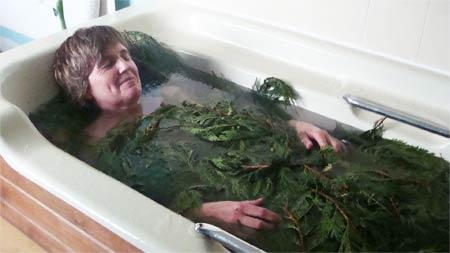 Ванна с натуральной хвоей
