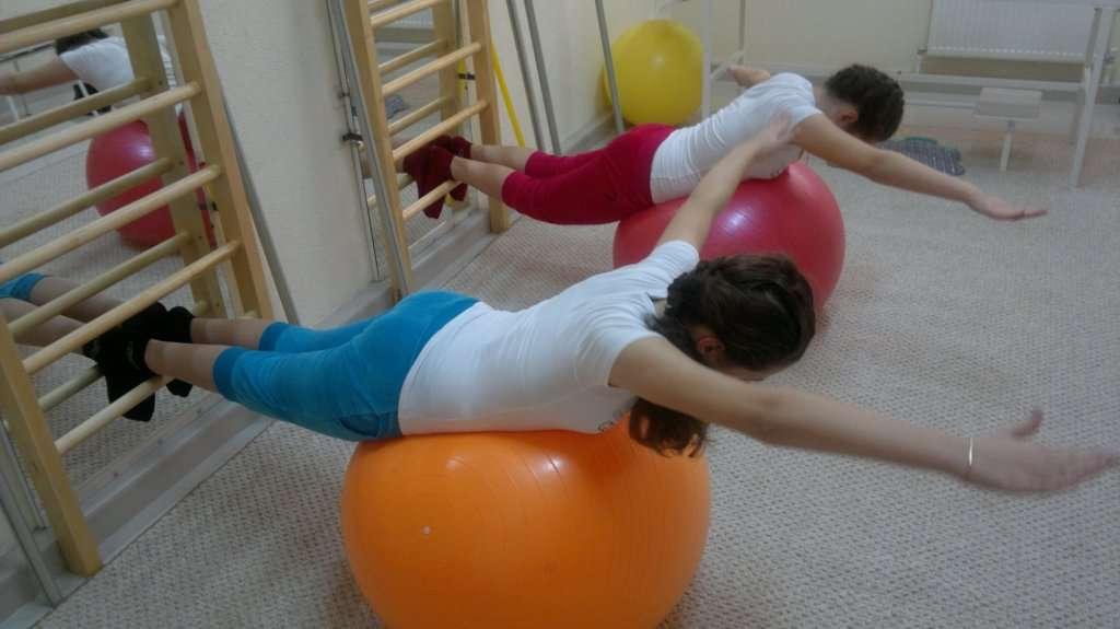 Вариант выполнения упражнения на фитболе