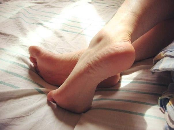 Красивые здоровые ноги после лечения пяточных шпор