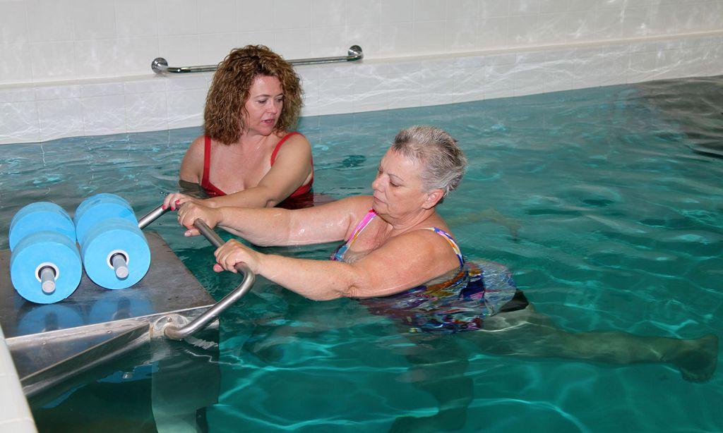 Лечение сколиоза в бассейне