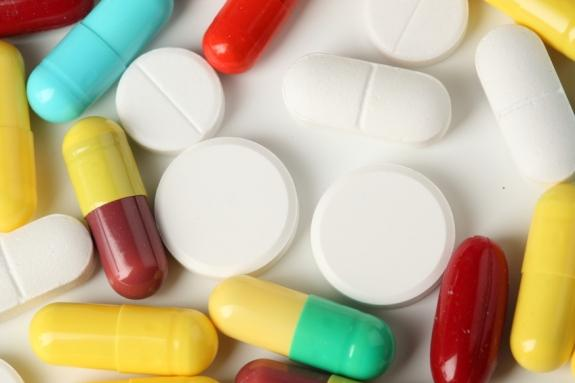Медикаментозное лечение должно юыть строго по предписанию врача