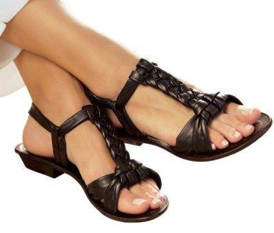 На фото ркомендованная летняя обувь при плоскостопии