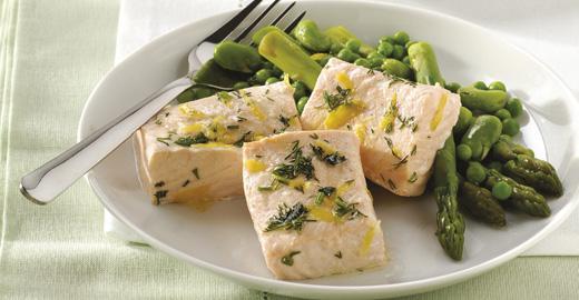На фото рыба на пару с овощами. Меню может быть очень разнообразным