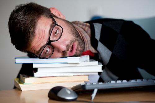 Недосып может спровоцировать болезни спины