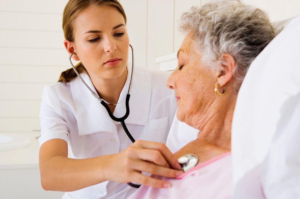 Необходимо срочно обратиться к врачу при первых признаках инфаркта