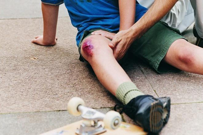 Нужно убедиться, что травма не является переломом