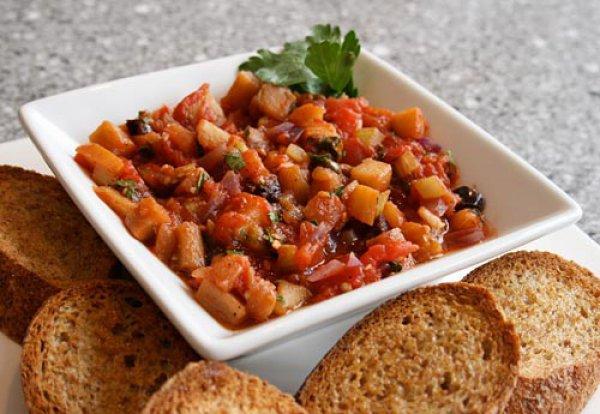 Овощное рагу без картофеля и хлеб с отрубями