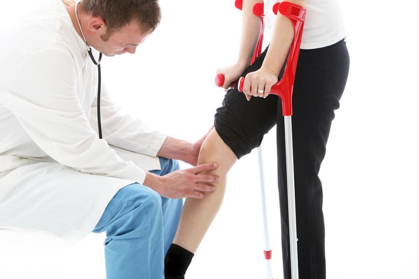 Осмотр колена и тесты для диагностирования разрыва мениска