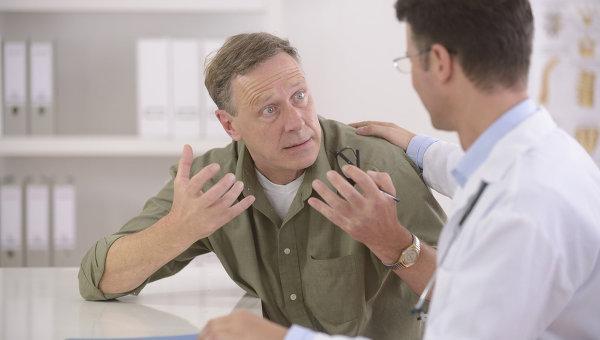 Пациент с болями на приеме у врача