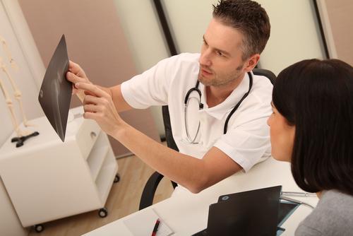 Посещайте врача-ортопеда