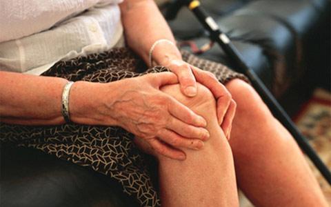 Травмы колен в постклиматическом возрасте