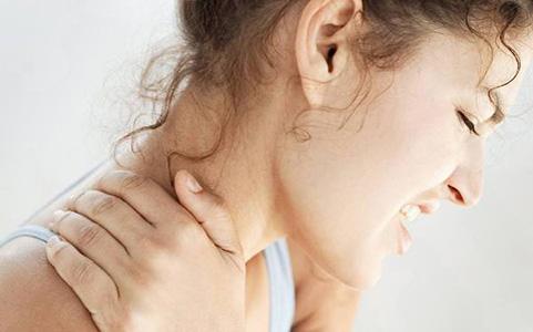 Шейный остеохондроз: симптомы