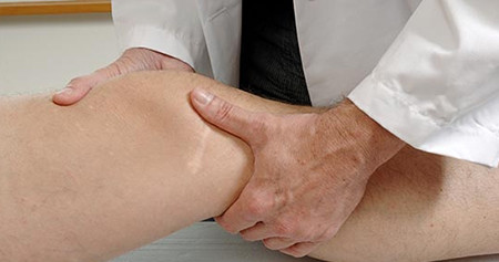 При первых симптомах синовита следует обратиться к врачу