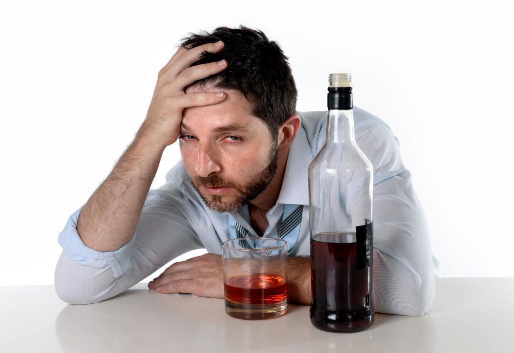 Алкоголик не чувствует своей вины и не пытается вылечиться