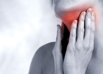 Изменение голоса и боль в горле