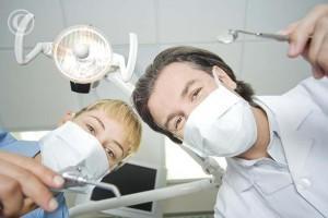 Лечением флюса занимаются стоматологи
