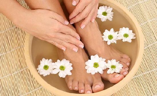 Лечение грибка ногтей чистотелом и уксусом