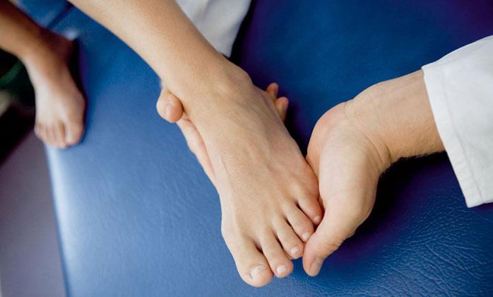 Необходимо обращаться к врачу при первых признаках артрита