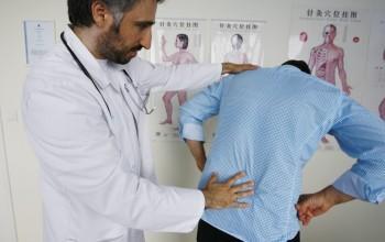Пальпация спины и позвоночника