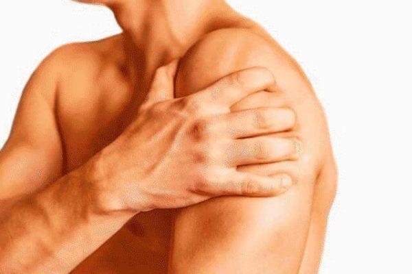 После операции по устранению варикоцеле может наблюдаться боль в плечах