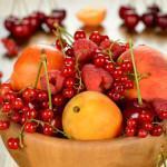 Фрукты и ягоды (кроме очень кислых)