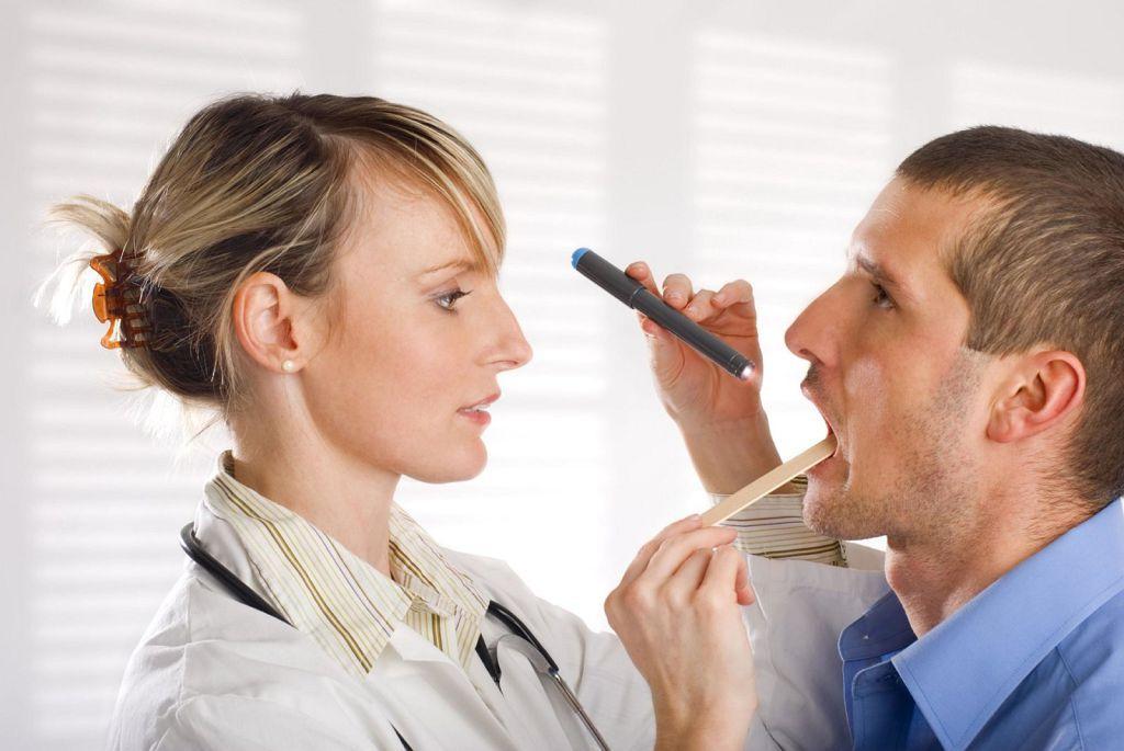 Чем могут быть вызваны проблемы с горлом