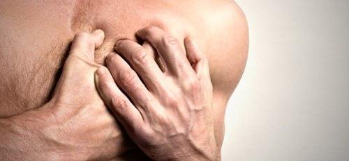 Основными причинами получения ушиба мягких тканей являются какими-либо тупыми предметами, падение или столкновение с различными твердыми объектами