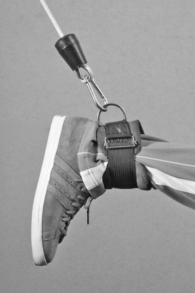 Закрепляем ногу
