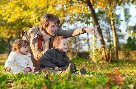 Желательно чаще гулять с детьми