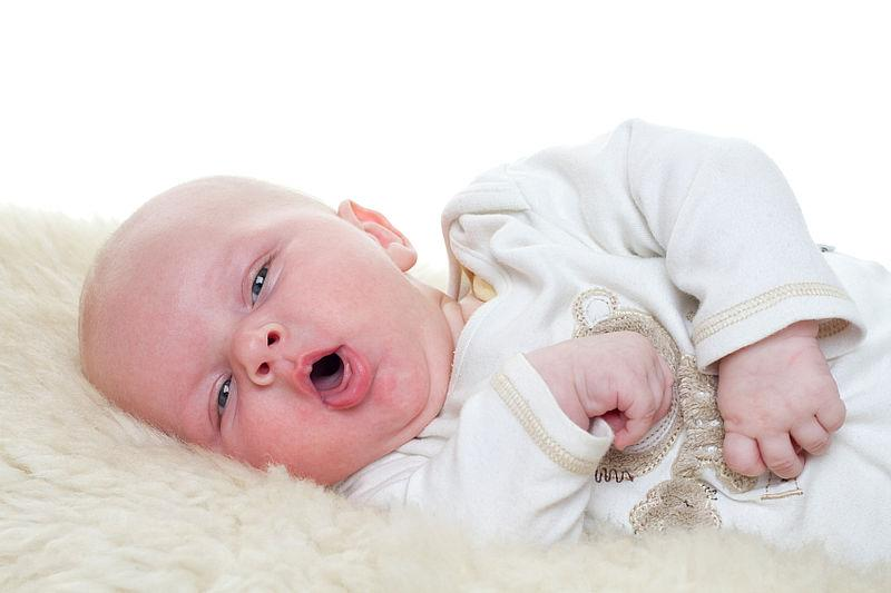 Если у ребенка на ряду с насморком появился кашель, то необходимо срочно обратиться к врачу