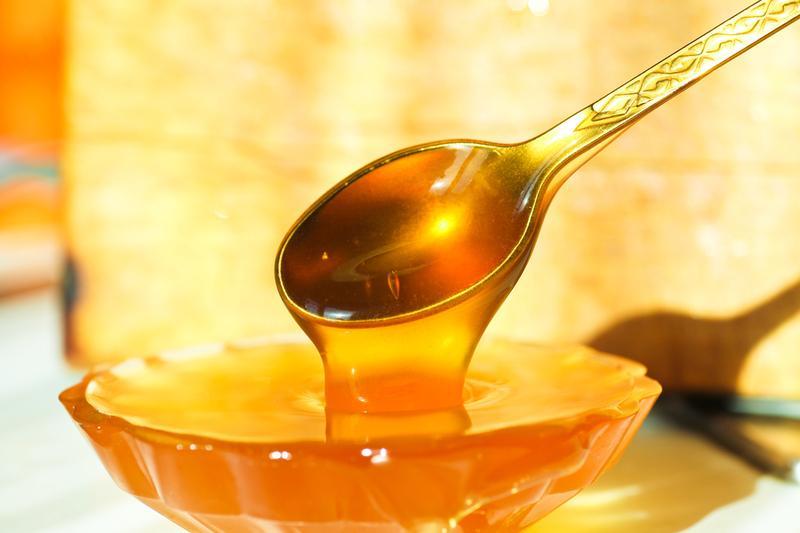 Мед выводит токсины и соли из организма