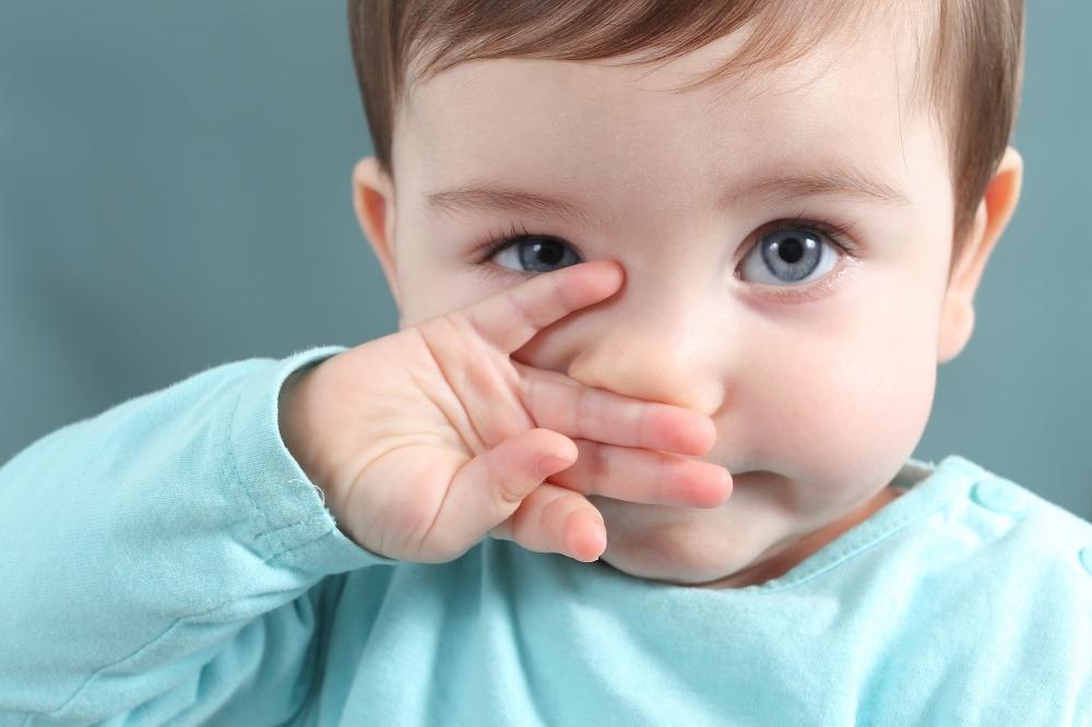 Насморк у ребенка может возникнуть из-за аллергии