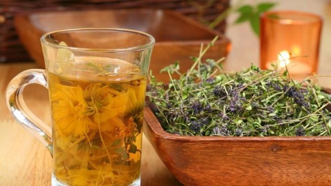 Внутреннее применение травяного сбора помогает бороться с зудом в интимном месте