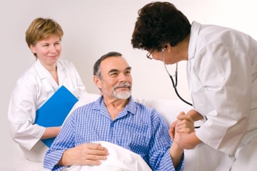 Лечение инсульта проходит под постоянным наблюдением врачей в условиях стационара