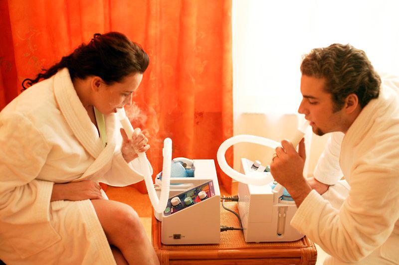Лечения горла с помощью небулайзера
