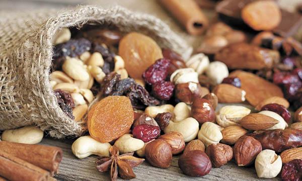 Орехи и сухофрукты - обязательные продукты в рационе людей после инфаркта миокарда