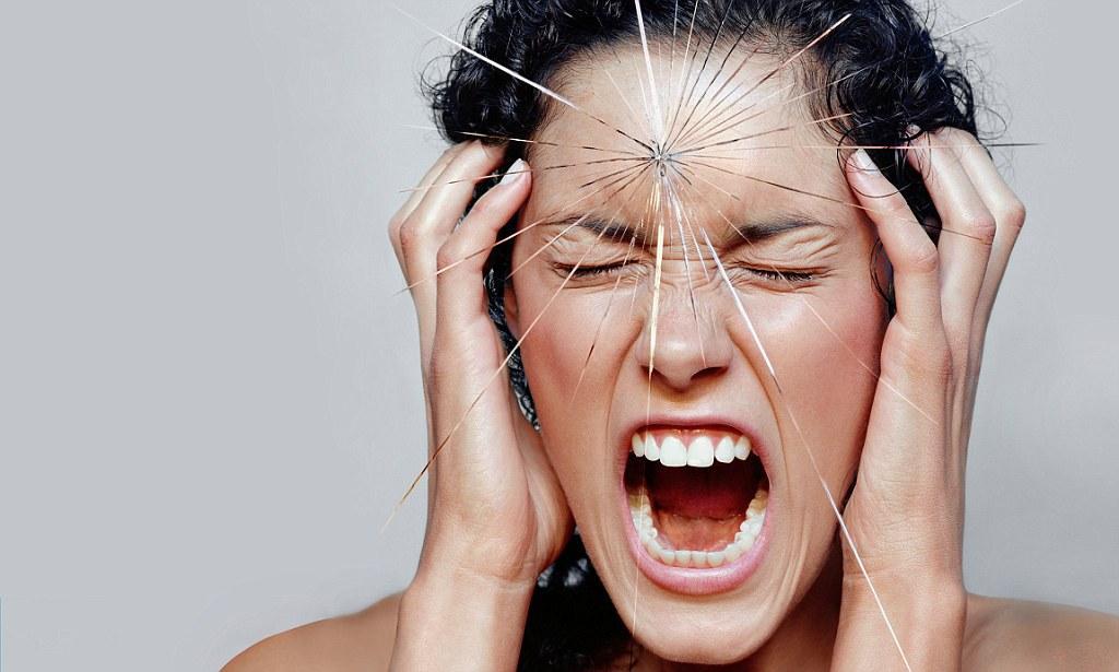 Острая боль в груди является одним из симптомов панических атак