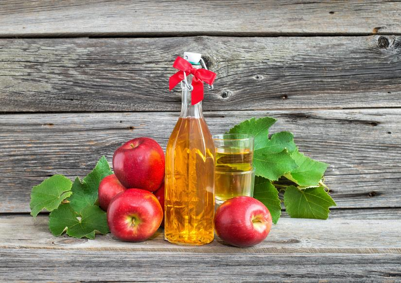 Применение примочек с яблочным уксусом помогают в устранении послеоперационной грыжи брюшной полости