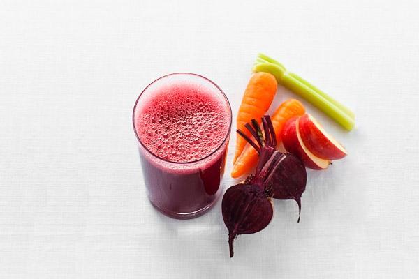 Применять свекольно-морковный сок следует каждый день по одному разу