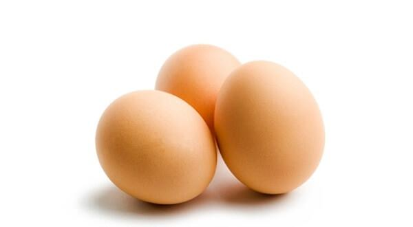 Прогревать нос можно вареными куриными яйцами
