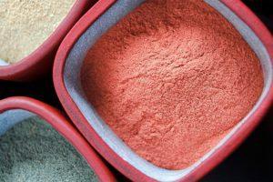 Специалисты по народной медицине утверждают, что глина «вытягивает» болезнь