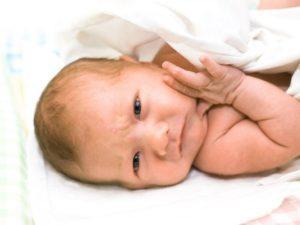 Насморк у грудничка 1 месяц: лечение