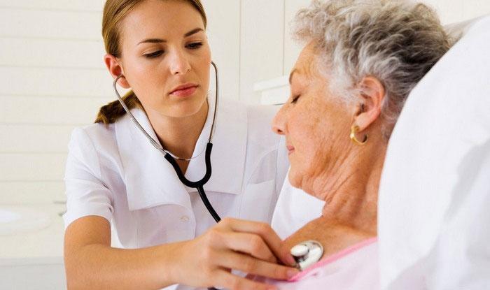 Если пациент достиг возраста 40 лет или более, то необходима неотложная госпитализация