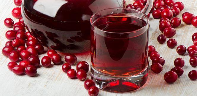 Клюквенный сок обеспечивает кислую среду, в которой не могут нормально существовать вши и гниды