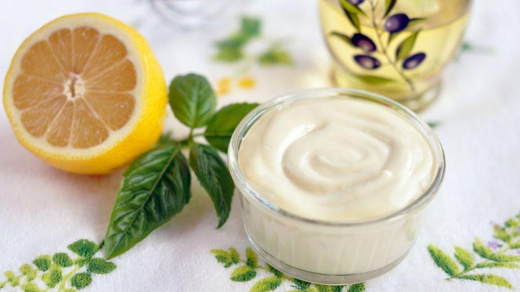 Маска из майонеза и оливкового масла подходит для людей с нормальным и сухим типом волос