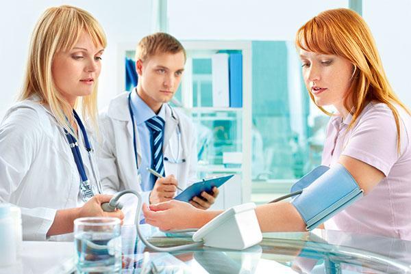 Симптомы высокого давления у женщин