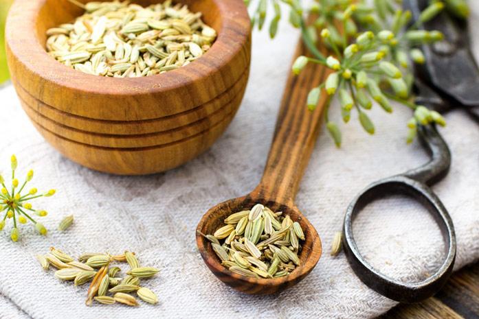 Чай из фенхеля положительно влияет на здоровье кормящей мамы